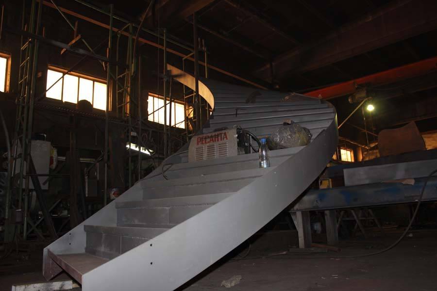 Лестница винтовая металлическая